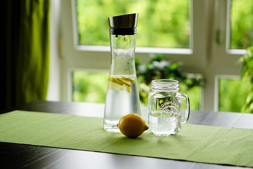 lemon-water-detoxifies-the-body